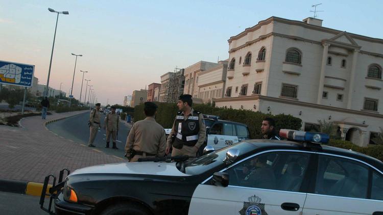 الكويت تستنفر أجهزتها الأمنية وترصد السفارة الإيرانية بحثا عن فارين