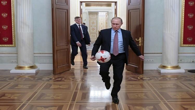 بوتين يرفض تدريب المنتخب الروسي لكرة القدم