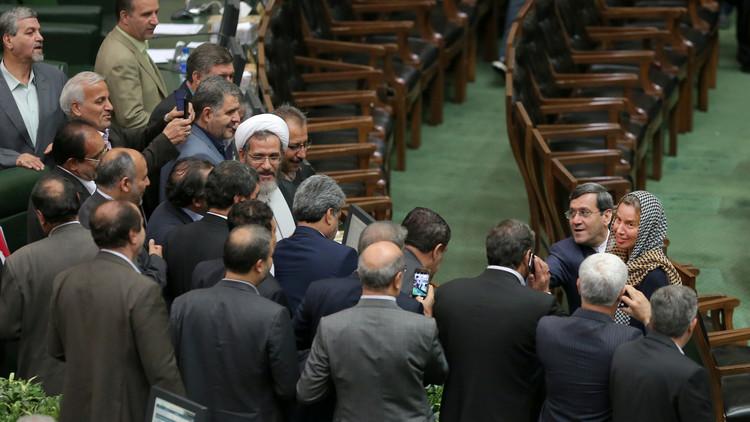 كيف استقبل الإيرانيون ضيفتهم الأوروبية الوحيدة؟ (صور)