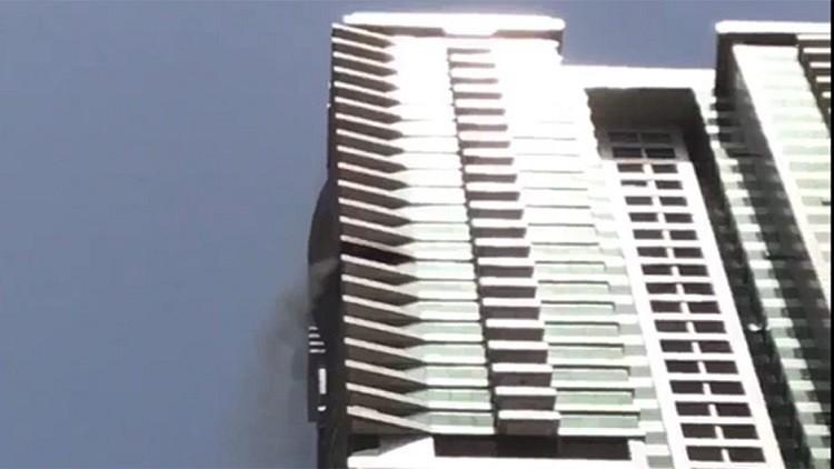 بالفيديو.. حريق في برج