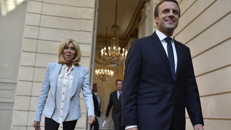 170 ألف فرنسي يوقعون عريضة ضد زوجة ماكرون