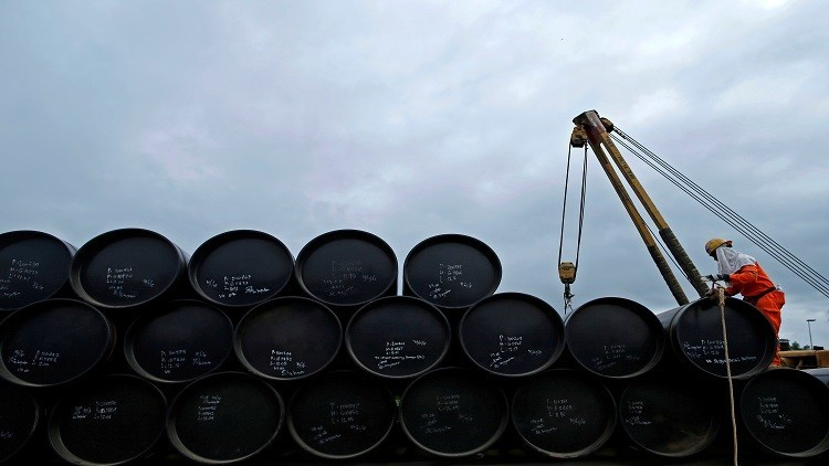 النفط يتماسك عند أعلى مستوى في 9 أسابيع