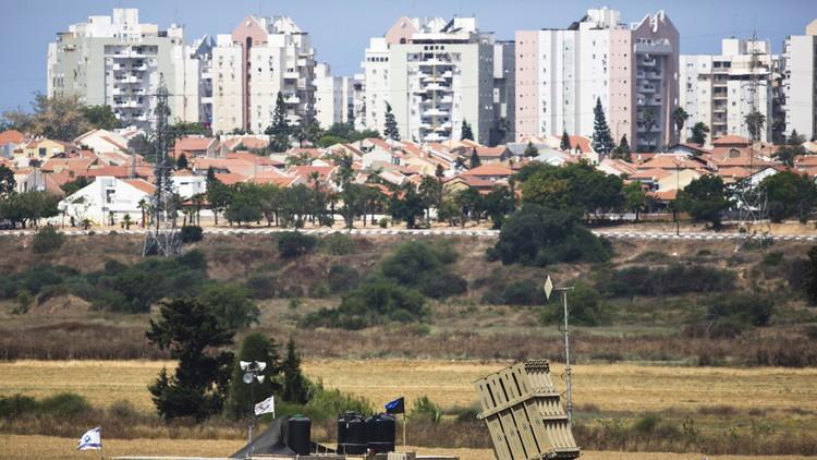 سقوط قذيفة من غزة على عسقلان وإسرائيل ترد