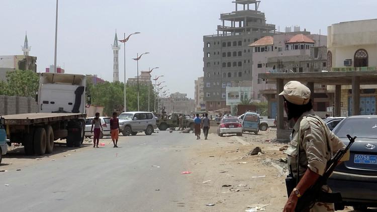 استهداف سيارة تقل أقارب للرئيس هادي في عدن