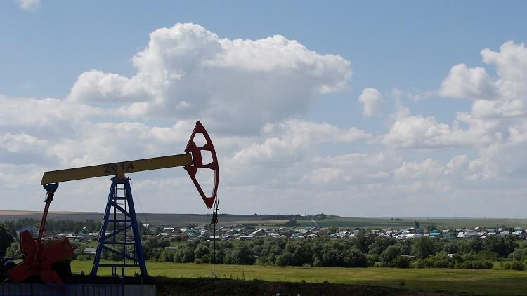 النفط يصعد مع انخفاض المخزونات الأمريكية