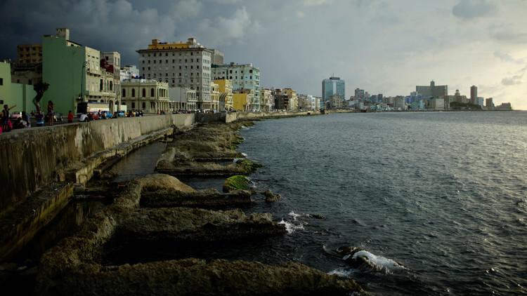 ظهور أعراض غريبة على دبلوماسي كندي في كوبا