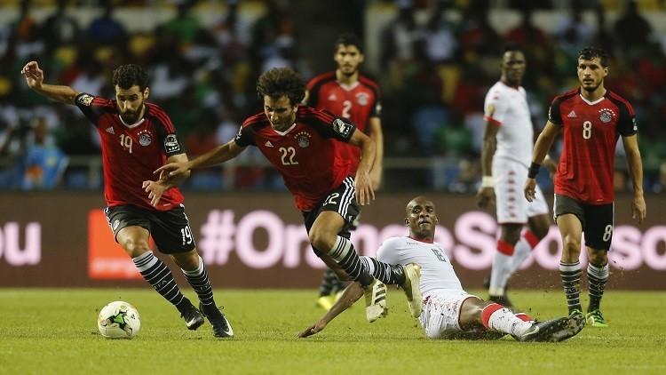 دولي مصري مهدد بالطرد من فريقه بسبب