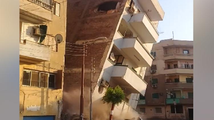 لحظة انهيار مبنى في صعيد مصر