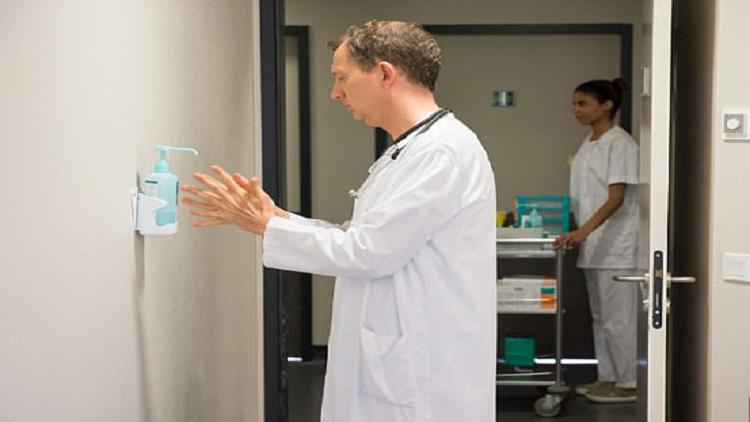 كاميرات ذكية للتأكد من تعقيم الأيدي في المستشفيات!