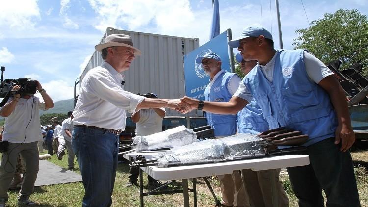 ثوار كولومبيا سلموا 8000 قطعة سلاح مقابل 10 مقاعد برلمانية!