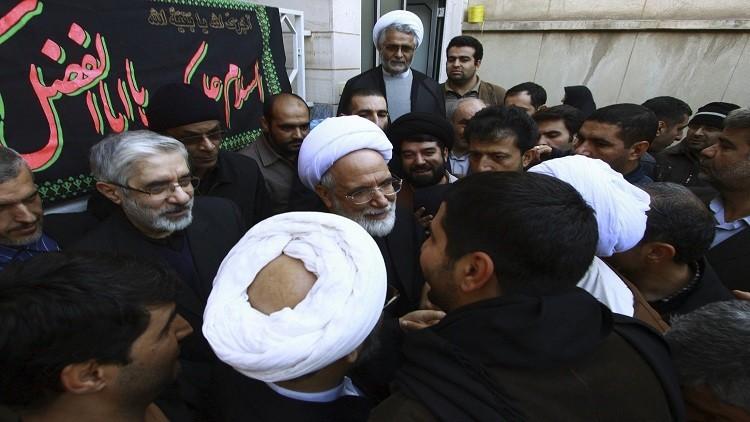زعيم إيراني معارض يدخل المستشفى عقب إضرابه عن الطعام