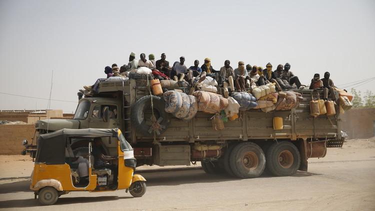 ليبيا تعيد 135 مهاجرا نيجيريا إلى وطنهم