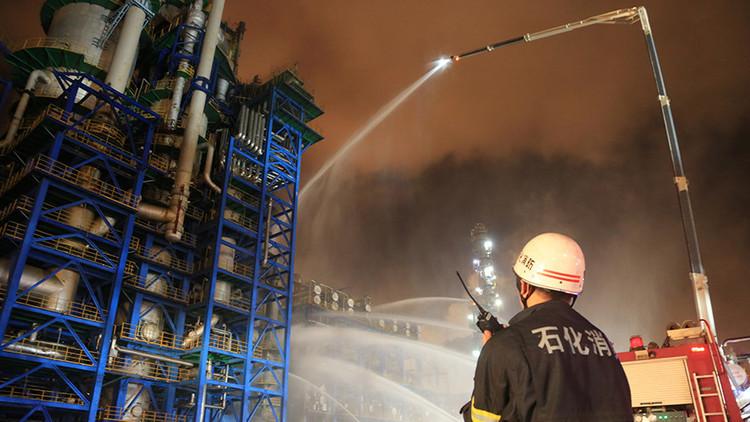 فيديو.. حريق هائل يضرب أكبر مصنع كيماوي في الصين