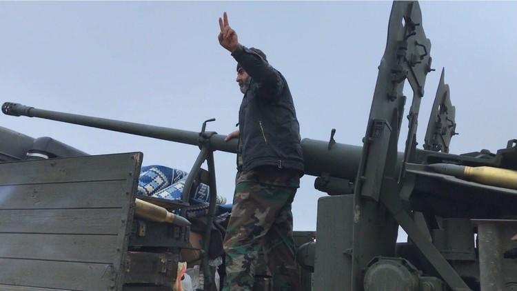 """الإعلام الحربي السوري: """"داعش"""" محاصر ضمن 3 آلاف كلم بريفي حماة وحمص"""