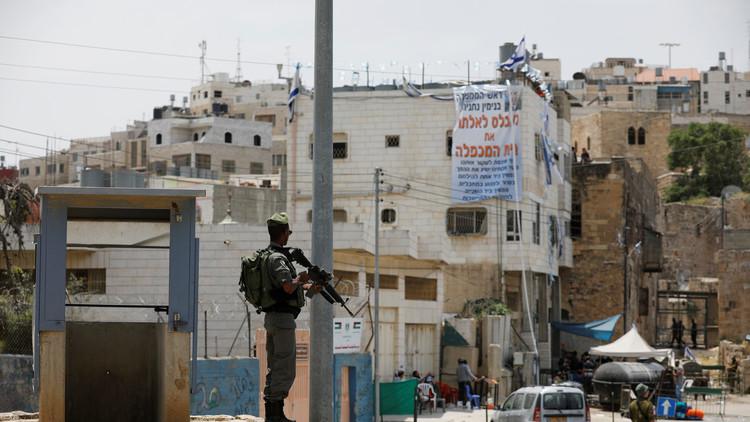 تجميد قانون يشرع البؤر الاستيطانية المقامة على أراض فلسطينية