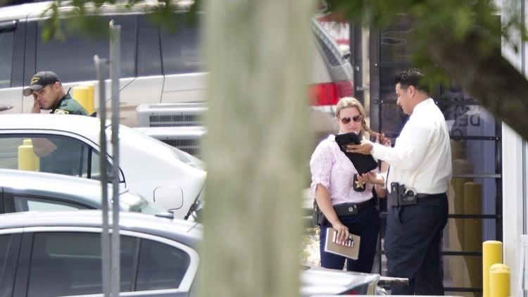 مصرع شرطي في فلوريدا وإصابة 3 أثناء مداهمة