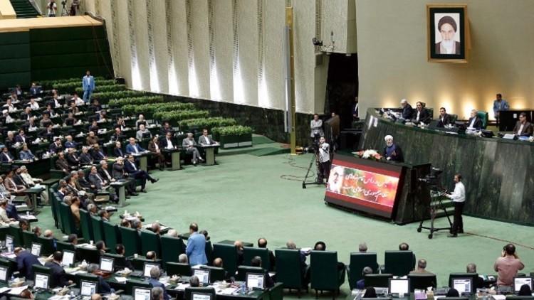 الحكومة الإيرانية الجديدة تحظى بثقة البرلمان.. باستثناء وزير واحد