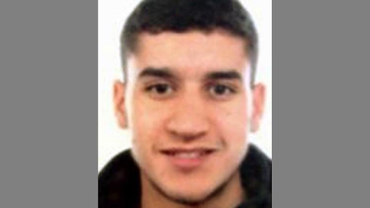 أم المشتبه بتنفيذه هجوم برشلونة تدعوه إلى تسليم نفسه