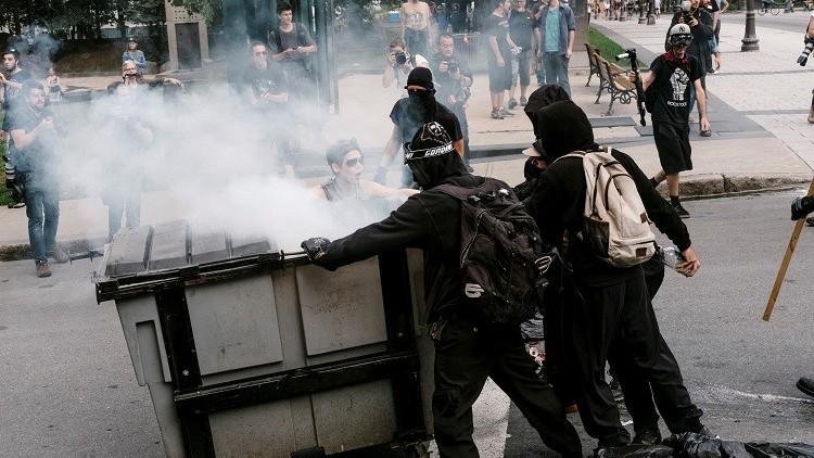 مواجهات في الكيبيك بين الشرطة ومتظاهرين مؤيدين للمهاجرين (فيديو)