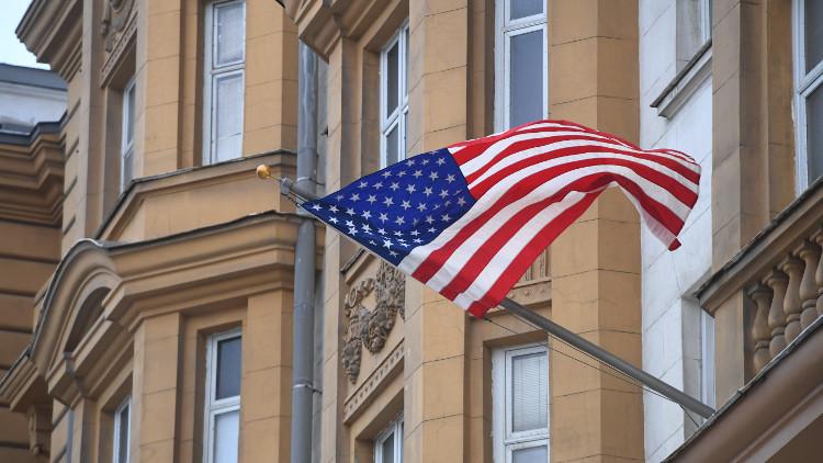 السفارة الأمريكية في موسكو تعلق مؤقتا إصدار تأشيرات الدخول إلى الولايات المتحدة