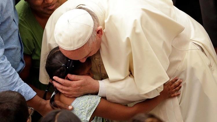 بابا الفاتيكان يدعو إلى إصدار تأشيرات مؤقتة للمهاجرين