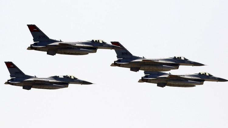 الطائرات الحربية المصرية تضرب شرقا وغربا