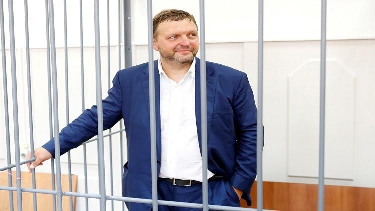 محكمة بموسكو تسمح لسجين بالزواج من شاهدة في قضيته