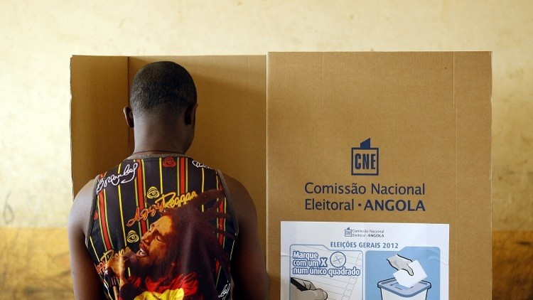 أنغولا تنتخب رئيسا