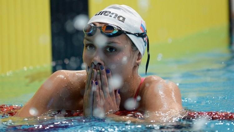 روسيا تتوج بذهبية سباق التتابع للسباحة في