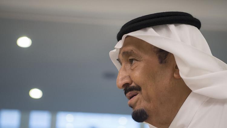 لهذا السبب تأخر ولي العهد السعودي عن مصافحة الملك