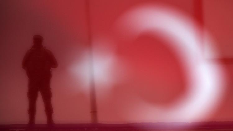 إقالة أكثر من 900 مسؤول حكومي في تركيا