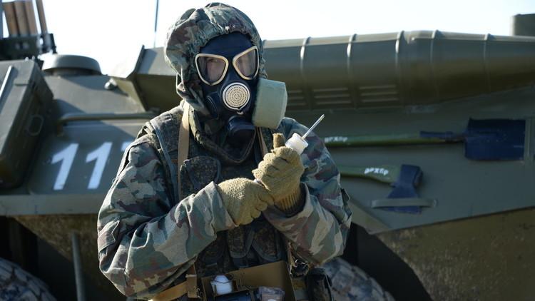 عنصر من قوات الدفاع الإشعاعي الكيميائي والبيولوجي التابعة للجيش الروسي.