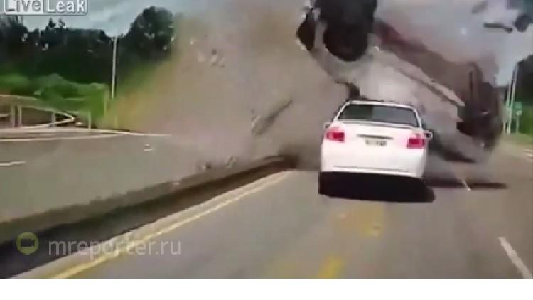 بالفيديو.. حادث سير يحبس الأنفاس