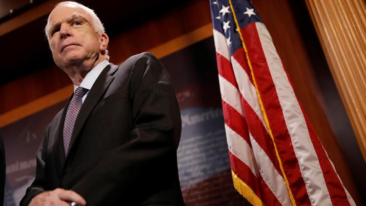 السيناتور ماكين يطالب مصر بالإفراج عن 20 أمريكيا