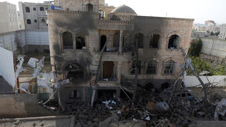 التحالف العربي يقر بقتل مدنيين خطأ في غارة صنعاء