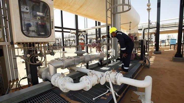 مسلحون يغلقون أكبر حقول النفط في ليبيا
