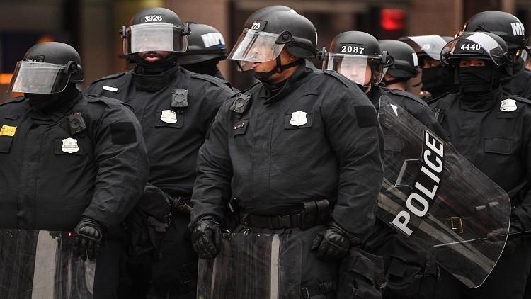 ترامب يرفع حظر أوباما عن تسليح الشرطة