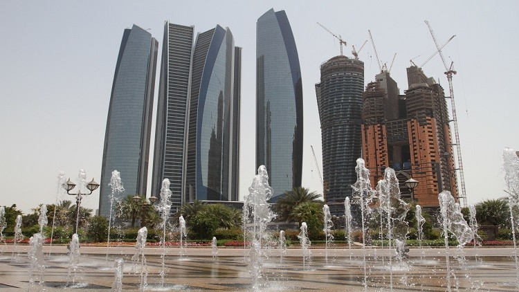 الإمارات تفرض ضريبة القيمة المضافة