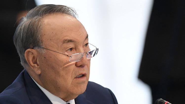 نزاربايف يدعو للاعتراف بوضع دول تملك أسلحة نووية