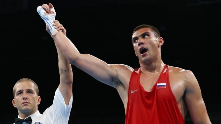 الروسي تيشينكو يبلغ نهائي بطولة العالم للملاكمة
