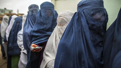 نساء باكستانيات يشركن في الانتخابات العامة - صورة أرشيفية