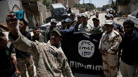 مقاتلون من كتيبة المدرعات الـ9 بالجيش العراقي، غربي الموصل 17/7/2017