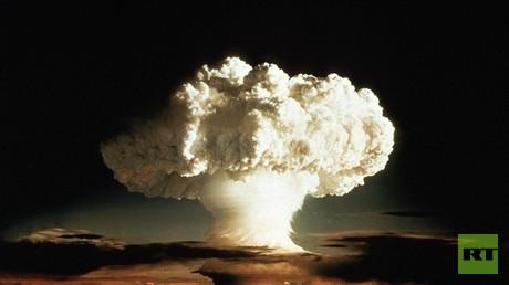 صورة لأول تجربة أمريكية للقنبلة الهيدروجينية عام 1952