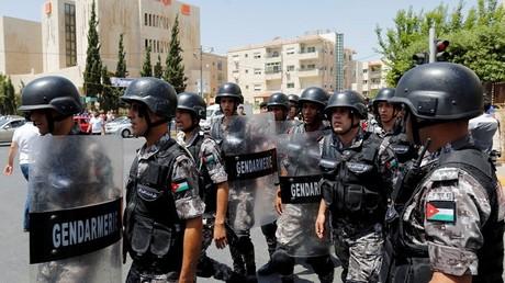 الشرطة الأردنية خلال مظاهرة قرب السفارة الإسرائيلية في عمان