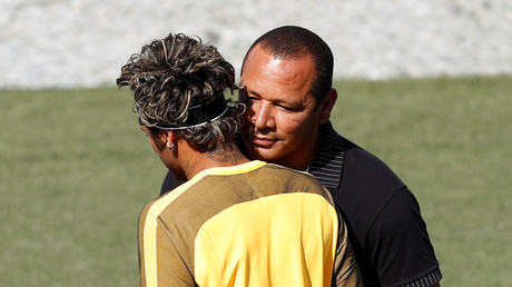 والد نيمار يخرج عن صمته ويكشف سبب رحيل نجله عن برشلونة