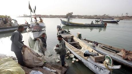 صيادون عراقيون في الفاو قرب الخليج