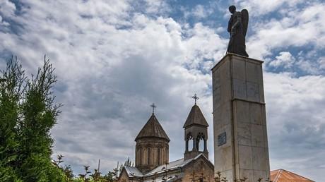 النصب التذكاري لضحايا النزاع الأوسيتي الجورجي في مدينة تسخينفال عاصمة أوسيتيا الجنوبية