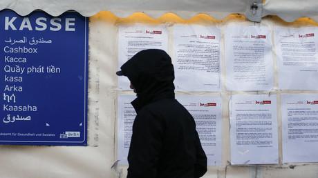 ألمانيا تستقبل 15 ألف لاجيء شهريا