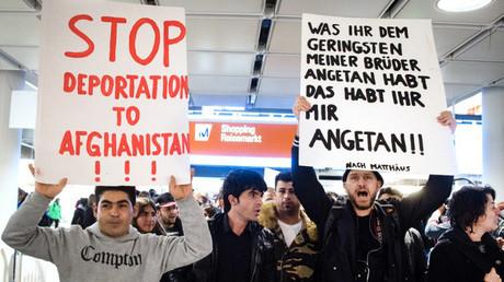 احتجاج ضد ترحيل مهاجرين في مطار ميونخ