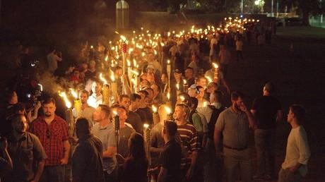 مظاهرة لأنصار اليمين في مدينة شارلوتسفيل بولاية فيرجينيا